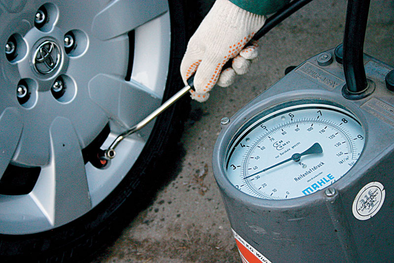 Какое давление должно быть в шинах автомобиля