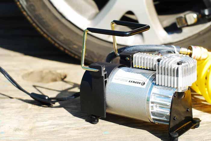 как выбрать компрессор для подкачки колес на машину