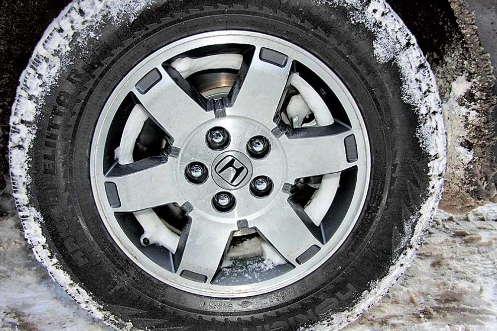 Что делать если замерзли колодки колес