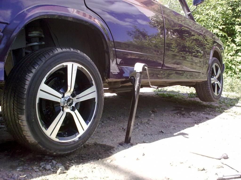 Как самостоятельно поменять колеса на автомобиле